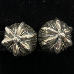 Lovely Napier fluted silver-plated 1950s button earrings surmounted with a stylized floral motif